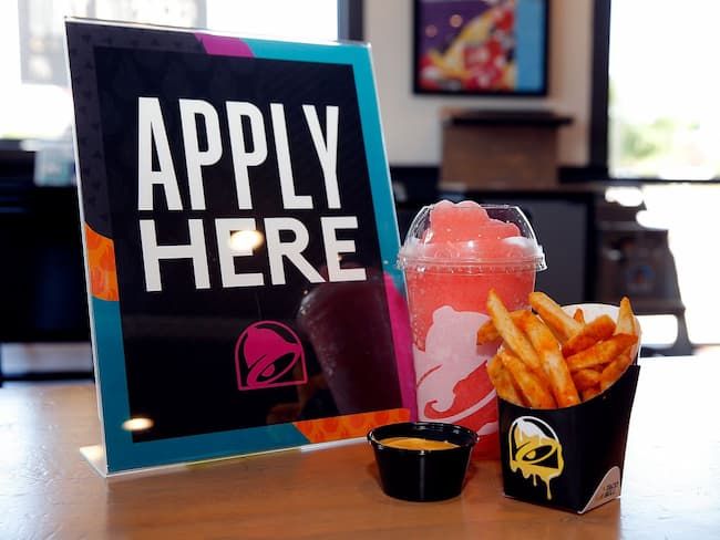 how old do you have to be to work at taco bell store